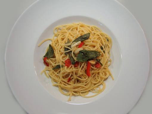 Spaghetti mit Salbei und Knoblauch